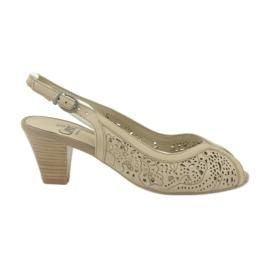 Sandales Caprice pour femmes ajourées 29606 brun
