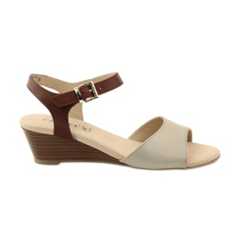 Sandales en cuir pour femmes Caprice 28213 brun