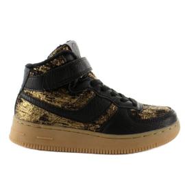 Brun Chaussures de sport pour enfants isolées k1646103 Oro