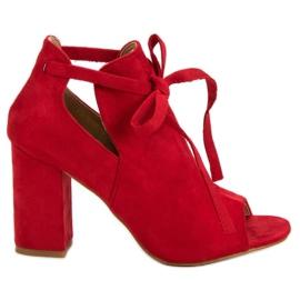 Vinceza rouge Sandales montées sur un bar