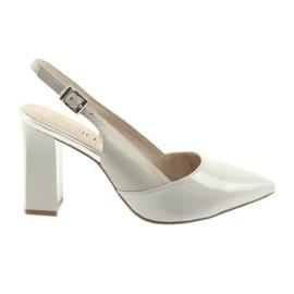 Sandales pour femmes sur le poteau Caprice 29604 gris