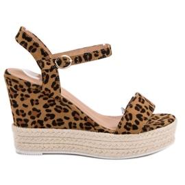 Ideal Shoes Sandales élégantes sur compensées brun
