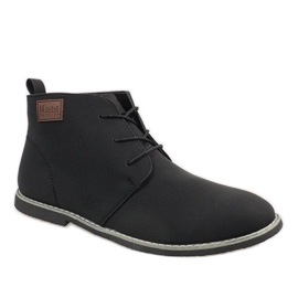 Chaussures homme isolées noires 989-2