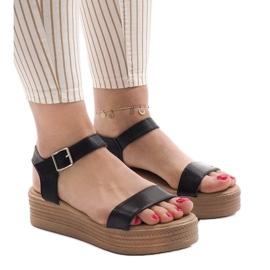 Sandales noires sur la plateforme 22-07