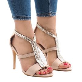Sandales beiges au talon B-60 brun
