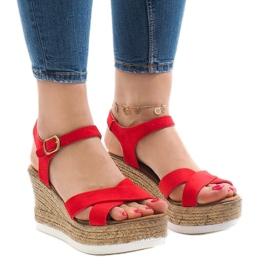 Sandales rouges sur talon compensé XL104