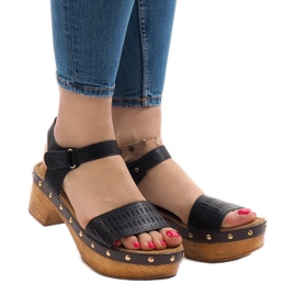 Sandales noires sur la plateforme FM4142