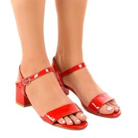 Sandales rouges sur le poteau laqué Qla-93
