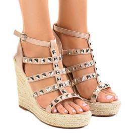 Sandales beiges sur un coin en paille 9529 brun
