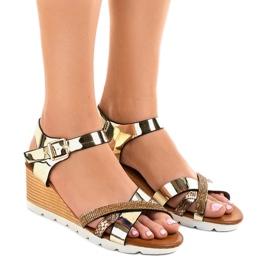 Sandales compensées dorées décorées 3024-32 jaune