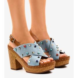Sandales bleues sur la plate-forme 1669
