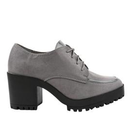HQ651 gris bottes sur un poste solide