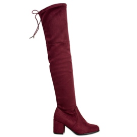Ideal Shoes Cuisses en daim rouge