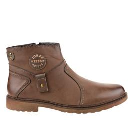 Chaussures à enfiler marron isolées A20182-5 brun