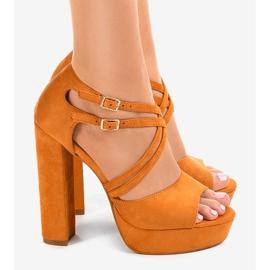 Sandales orange sur le stiletto en daim D09 2