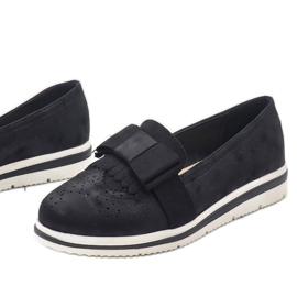 Chaussures noires mates sur le coin YT-8 1