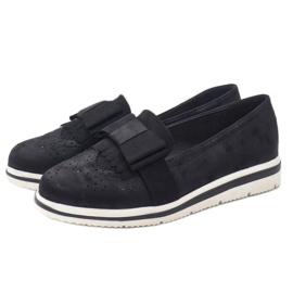Chaussures noires mates sur le coin YT-8 2