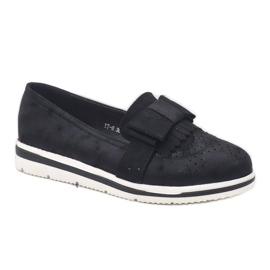 Chaussures noires mates sur le coin YT-8 3
