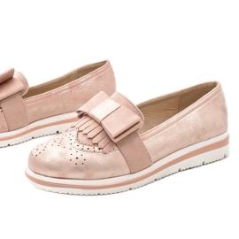 Chaussures roses mates sur le coin YT-8 1