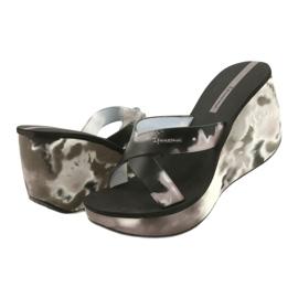 Pantoufles compensées Ipanema 83071 Lipsick Straps VII pour femmes noir gris 2