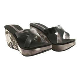 Pantoufles compensées Ipanema 83071 Lipsick Straps VII pour femmes noir gris 4