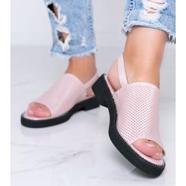 Sandales à talons plats roses de Betsy 1