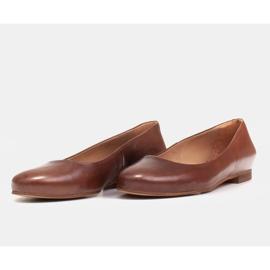 Marco Shoes Ballerines en cuir grainé marron, polies à la main brun 6